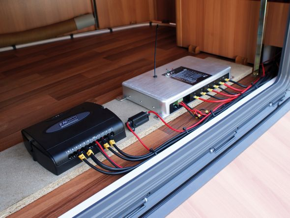stabilisateur electrique pour caravane. Black Bedroom Furniture Sets. Home Design Ideas